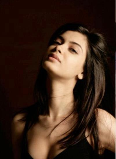 Diana Penty Hot Cleavage Picture